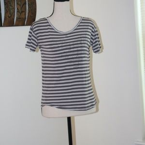 Jessica Simpson,  grey short sleeve tee shirt. C1